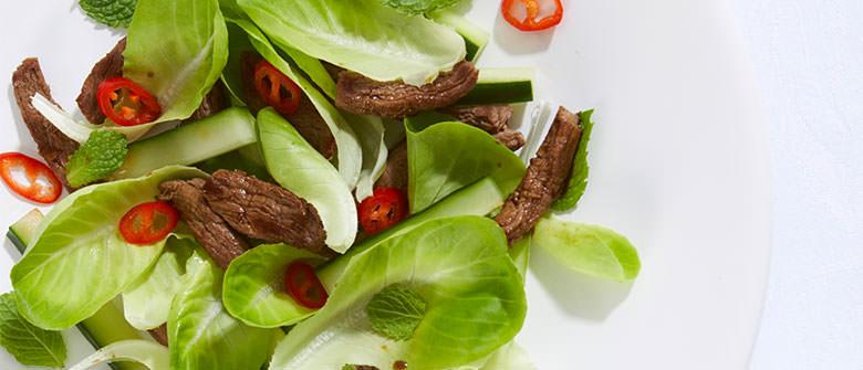 Salada crocante com filé mignon
