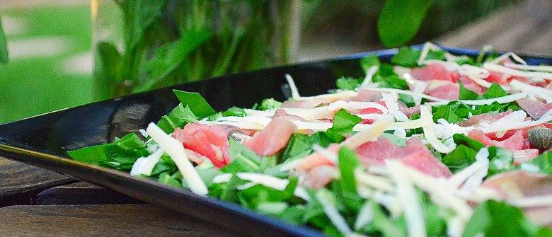 Salada de carpaccio de carne, leve e rápida