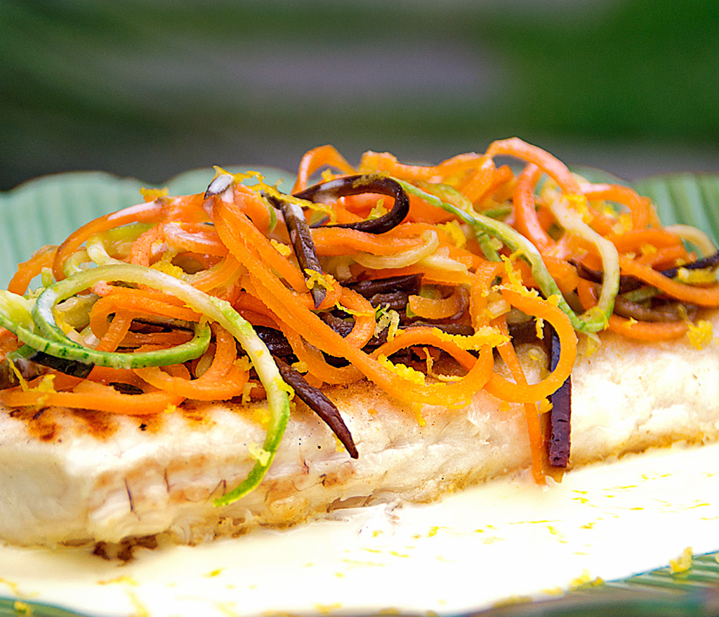 A dieta está para peixe: linguado com espaguete de legumes