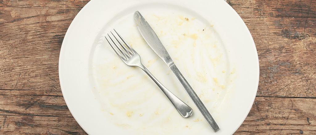 Raspando o prato