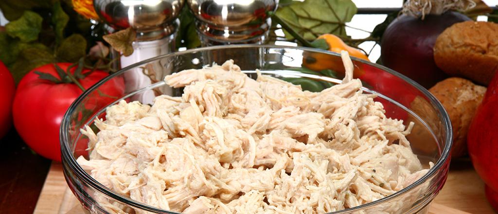 Cozinha fácil: desfiando o frango em minutos