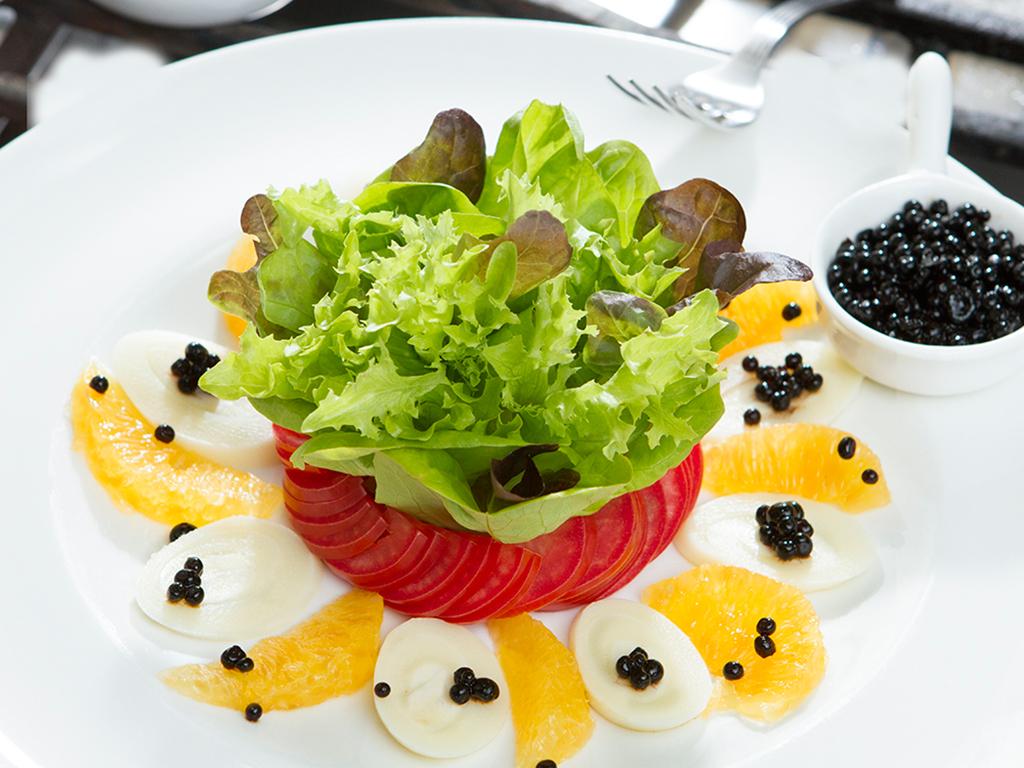 Salada com caviar de balsâmico
