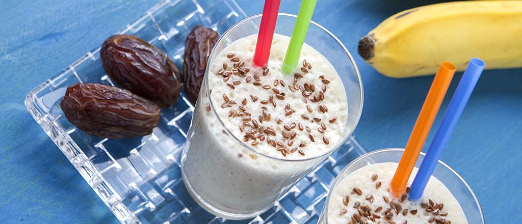 Shake de banana, linhaça e tâmara