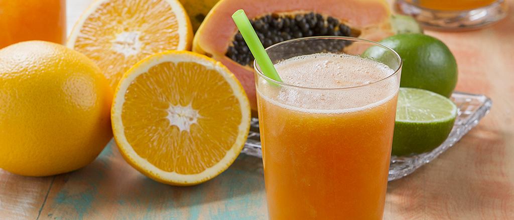 Suco detox de mamão com laranja