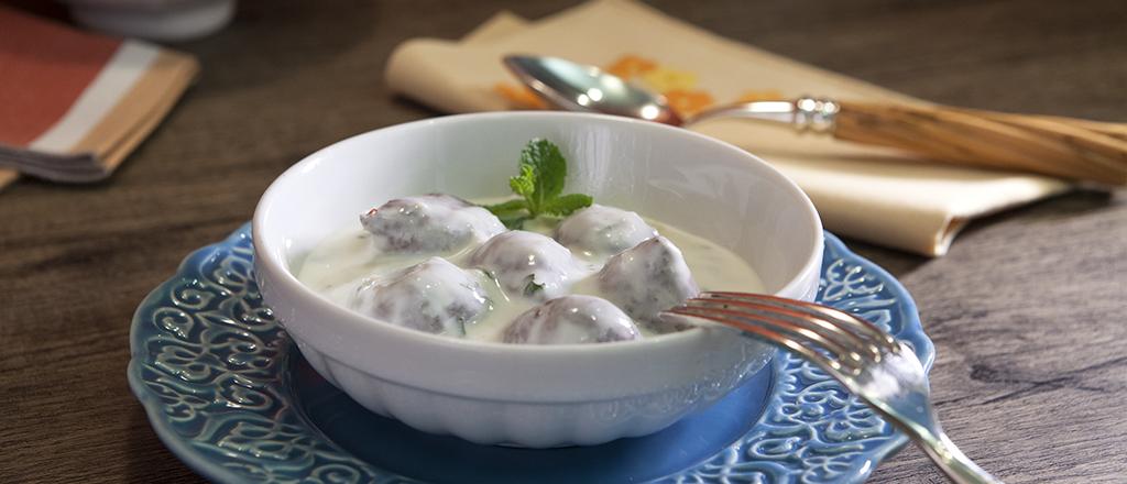 quibe-ao-molho-de-iogurte