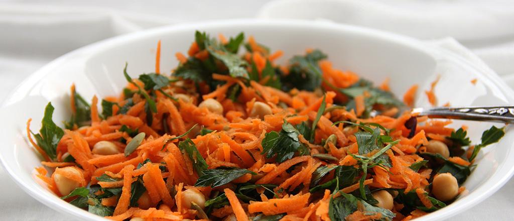 Salada de grão de bico e cenoura