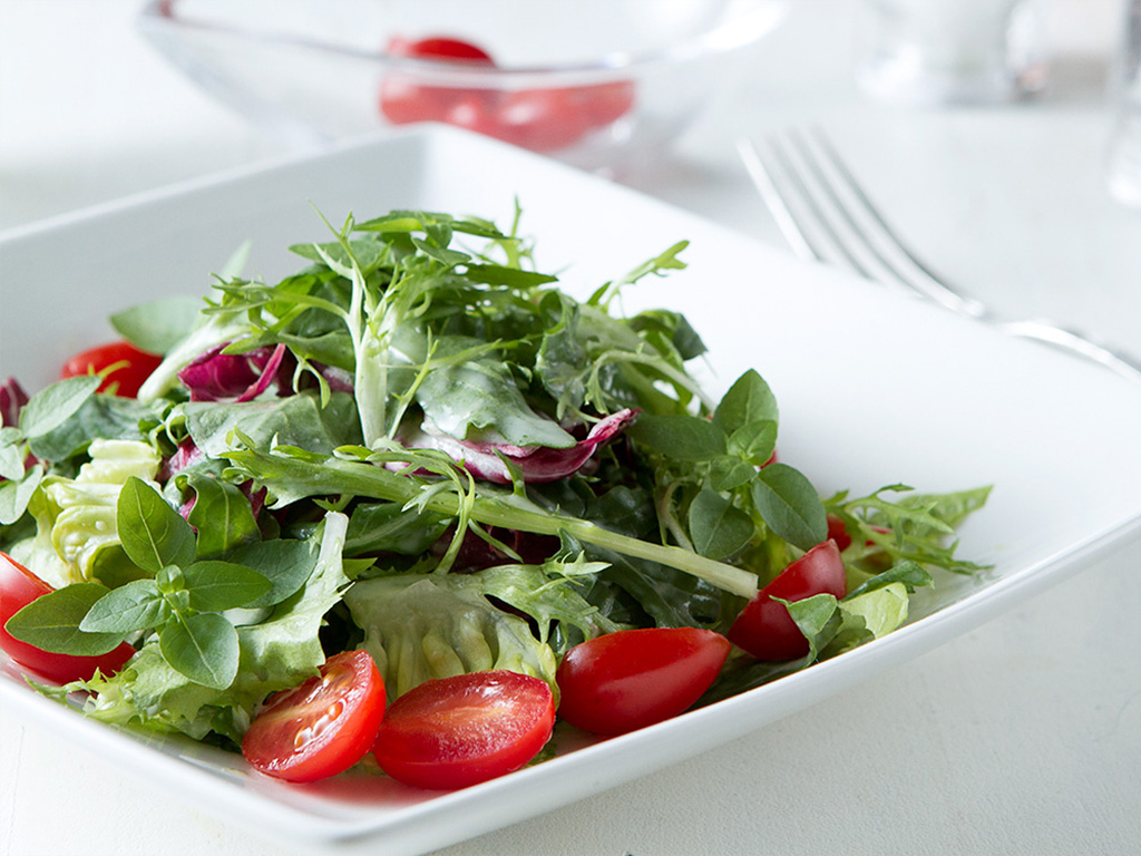 aprenda-a-fazer-a-salada-perfeita-na-mesa