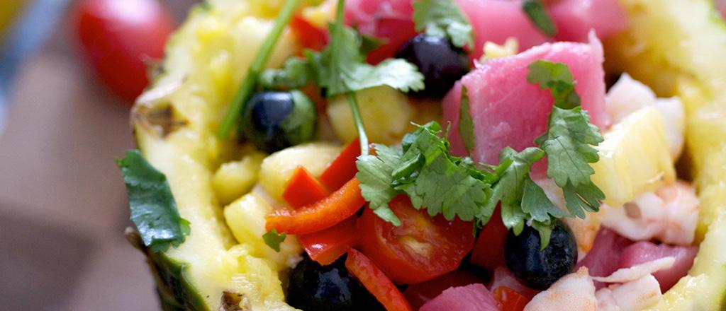 Salada no abacaxi