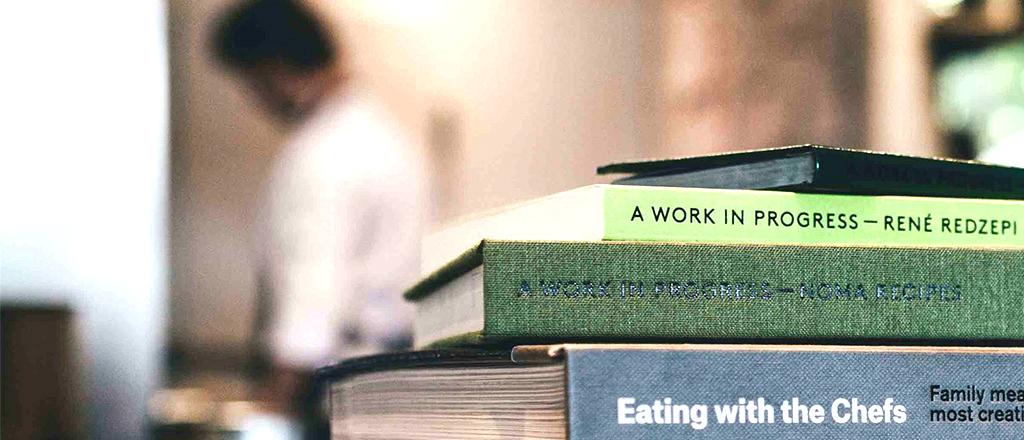 Livros entre panelas