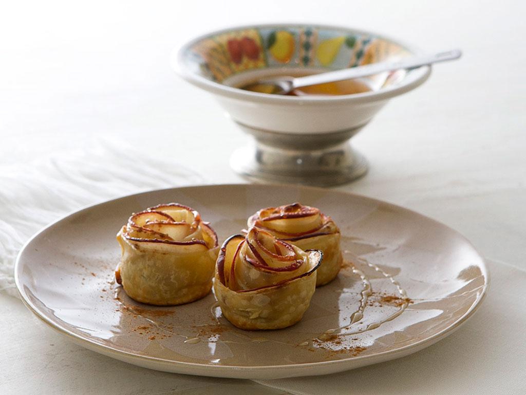 torta-flor-de-maca-na-mesa