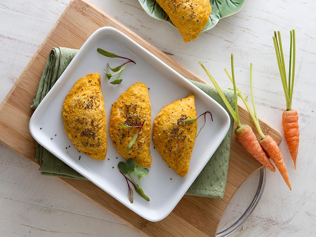 Pastel-de-cenoura-ao-forno-na-mesa