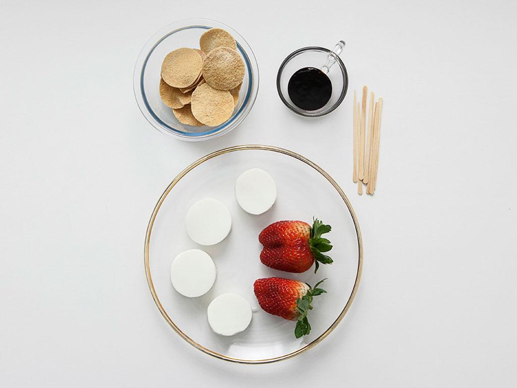 canape-light-torrada-com-morango-ingredientes