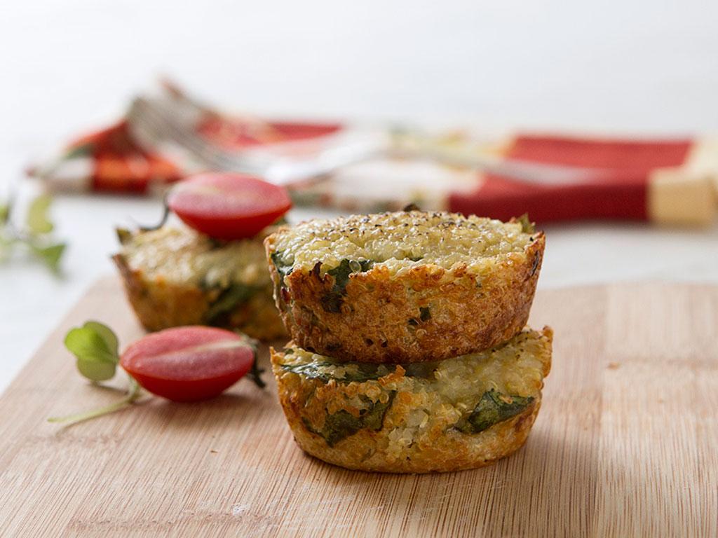muffin-de-quinoa-e-espinafre-na-mesa