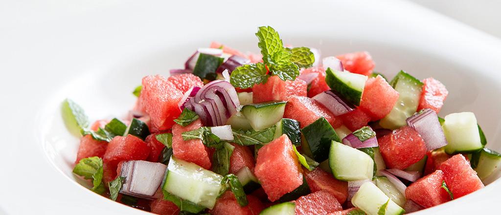 Resultado de imagem para salada refrescante com melancia