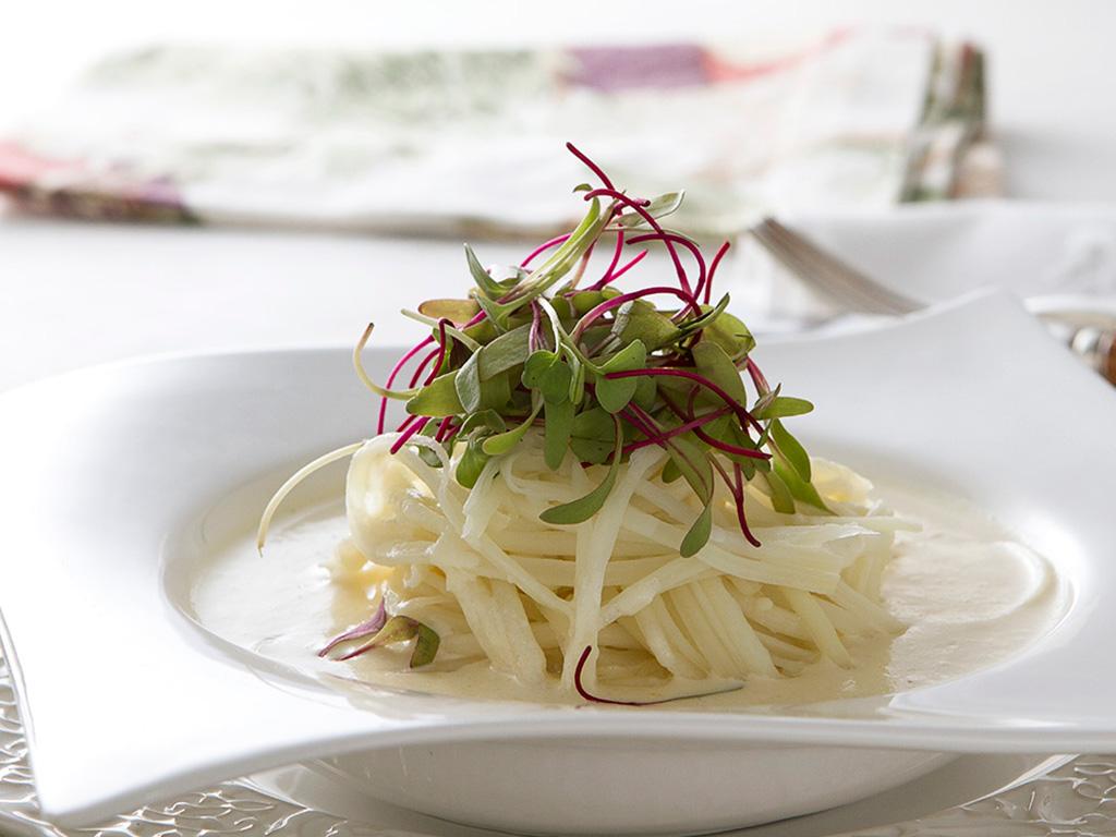 espaguete-de-pupunha-na-mesa