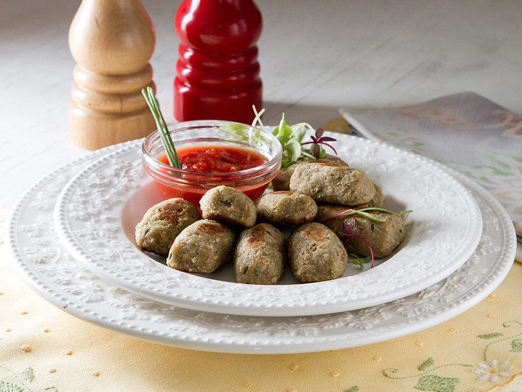 croquete-de-berinjela-na-mesa