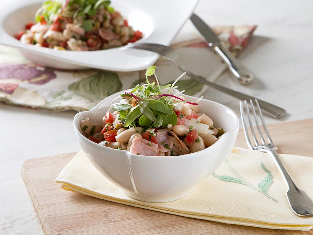 salada-de-feijao-na-mesa