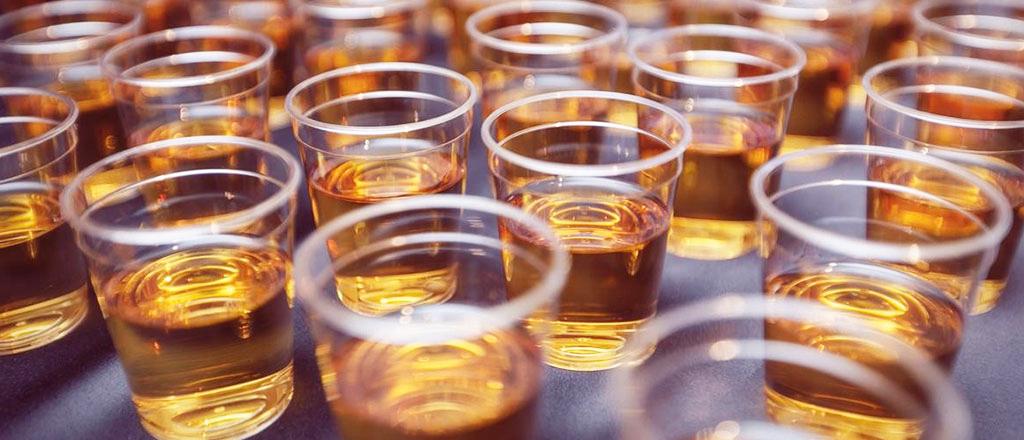 Por que o álcool leva a comportamentos inconvenientes